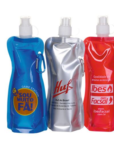 Squeeze Brasil Dobrável | Squeeze Dobrável Personalizado. Prático vem com mosquetão que pode ser utilizado para pendurar na mochila.